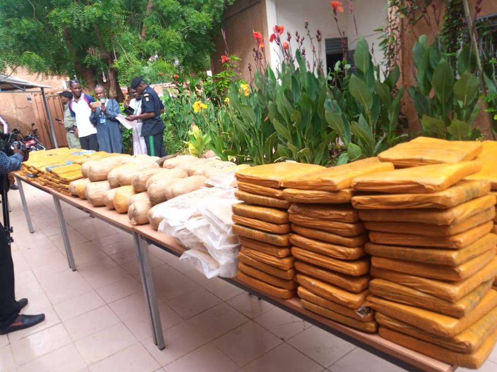 Niger – Trafic présumé de drogue : Un procureur, une greffière, un militaire et plusieurs personnes interpellés